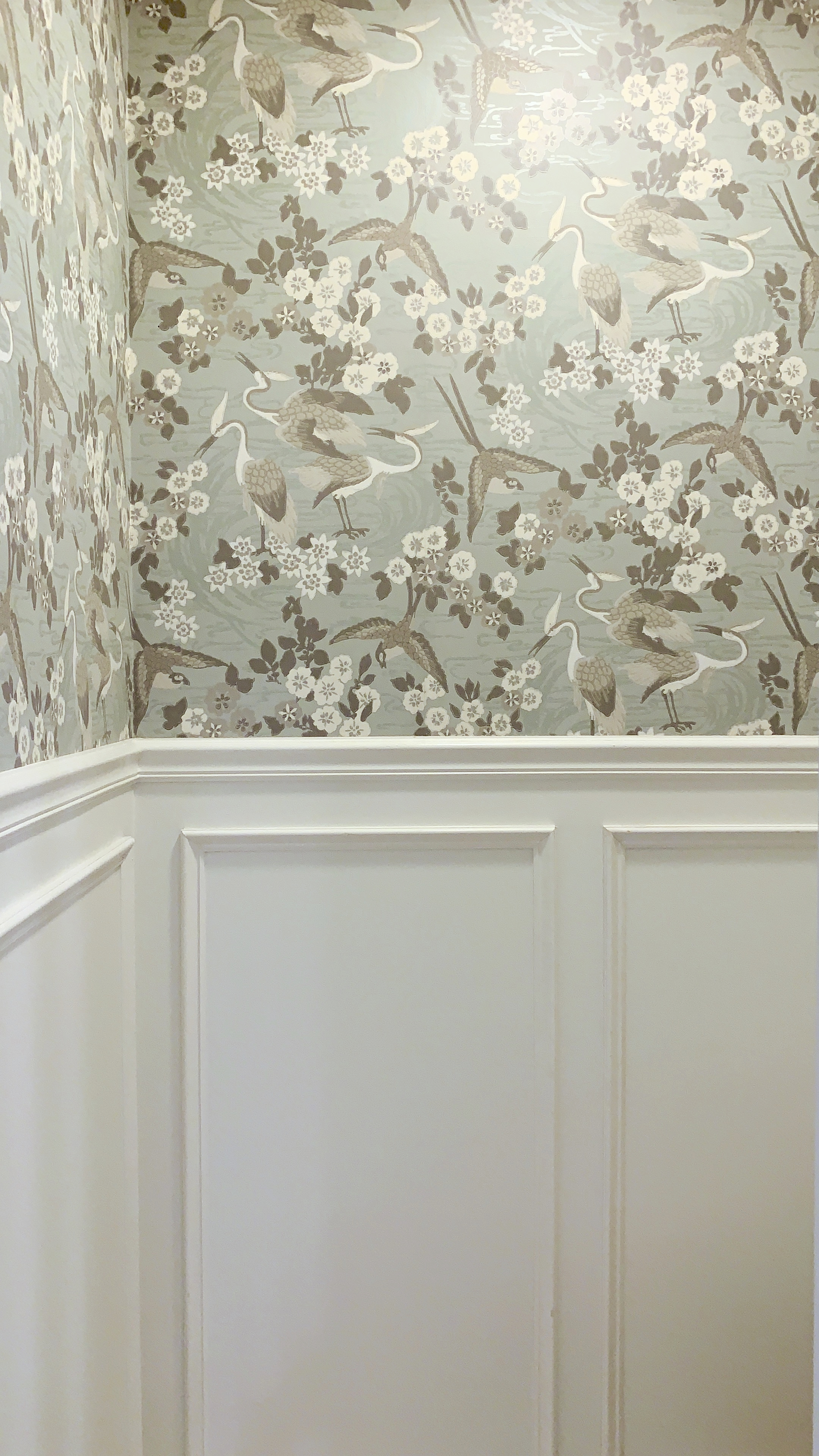 ellebrightdesigns.greenbathroom.cranewallpaper.wainscoting