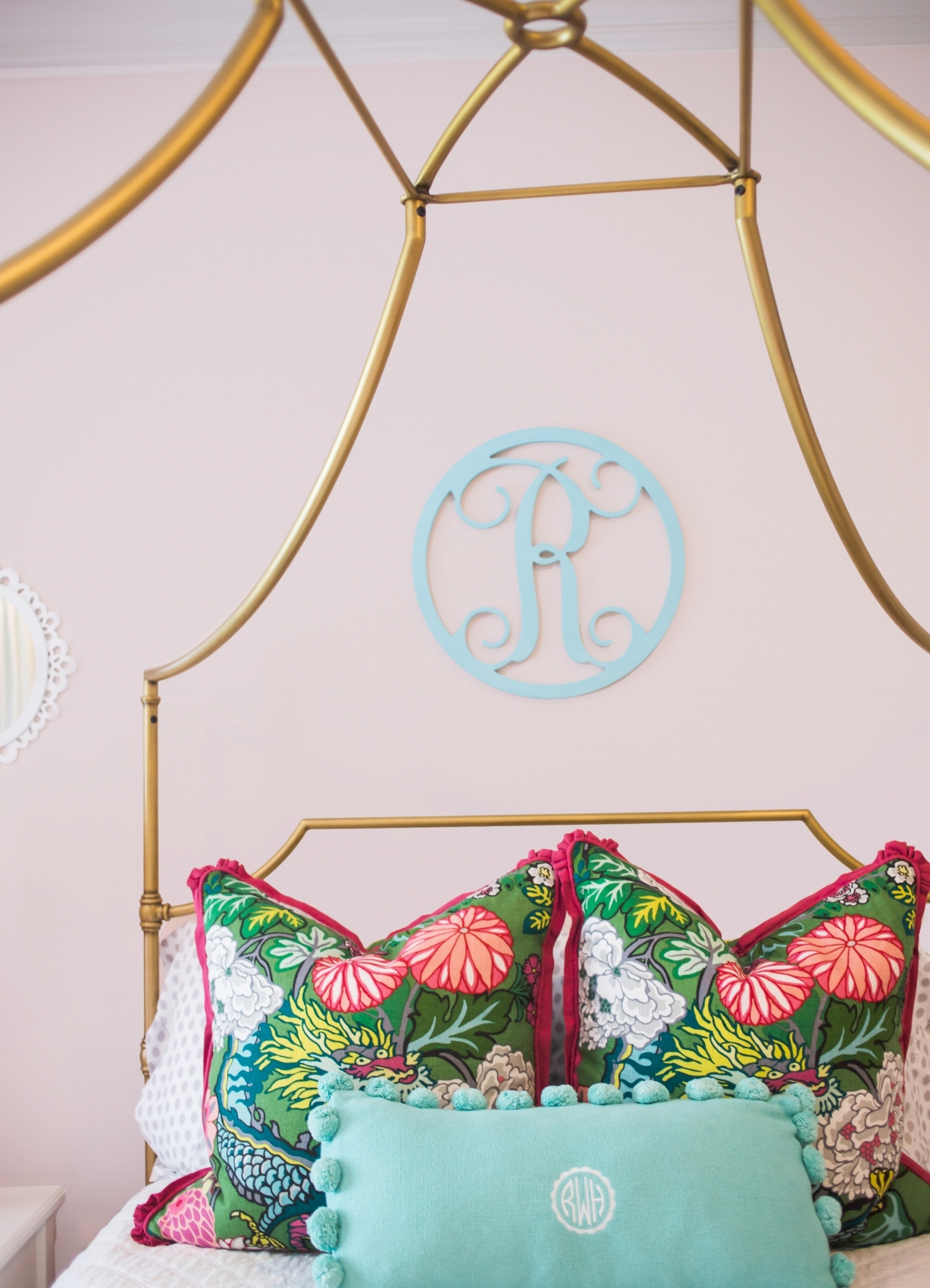 ellebrightdesigns.kidsroom.chiangmaidragon.pinkbedroom