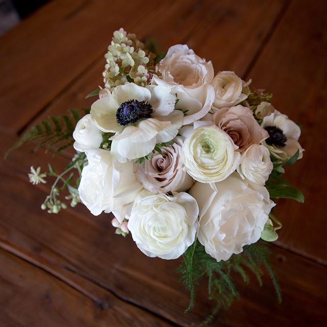 This is the time of year when you get to relive all the beauty from summer celebrations while designing wedding albums. The bride's best friend and maid of honor designed the most lovely florals @goslingandflora - perfect for the fresh and modern @unionpine @congratulationsbeautiful