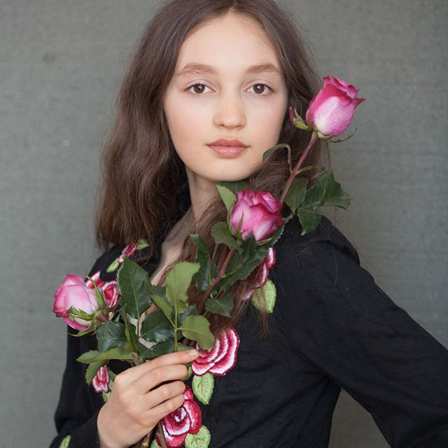 That Mona Lisa smile.  Lola was asked to bring in her favorite outfits for this #naturallightportrait. She brought a #westernshirt she had just received as a birthday gift she planned to wear at her first #horseshow. We didn't plan to match the roses to the shirt! A beautiful coincidence. 🌹