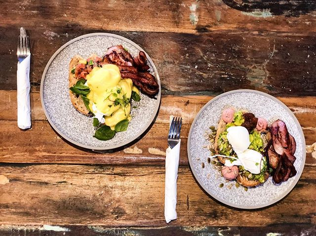 What's your favourite breakfast? 🤔 You can't go wrong with the mouthwatering eggs benny 🍳 or the lush smashed avocado 🥑