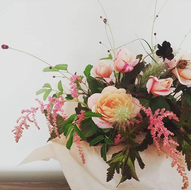 Flowers as salve for the soul. . . #seattleflorist #seattlefloraldesigner #seattleweddingflowers #seattlesmallbusiness #swgm #seattlesummer #laughinggirl #laughinggirlflowers