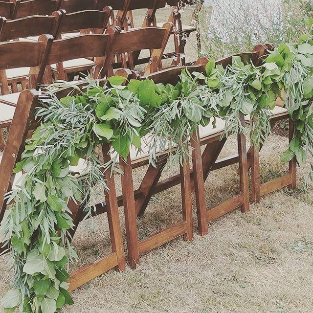 When the back row is calling your name ❤ . . . #seattleflorist #seattlefloraldesigner #vashonisland #vashonwedding #weddinggarland #garlandgalore #seattleweddingflowers #slowflowers #laughinggirl #laughinggirlflowers