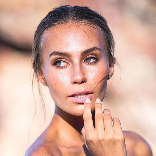 // beach babes rules // • @ella.van.seters you are The bomb! 💥. Bronzer skin and green eyes 💕I used my @tartecosmetics #tarteletteinbloom palette to make those eyes pop! • #photo @daveblakephoto . • #beachbabe #bronzedmakeup #glowyskin #beauty #beautymakeup #makeupartist #brisbanemakeupartist #goldcoastmakeupartist #sunshinecoastmakeupartist #makeuptips #makeupjunkie #meccabeautyjunkie