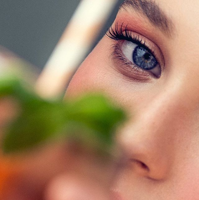 Gimme some Juice 🥤. • In this hot Italian summer is just what I need!. @alixhaines in the latest beauty shoot with my faves @daveblakephoto and @jennisellan 💕. • #beauty my moi using @makeupforeverofficial @makeupforeverus . • #beauty #summer #beautymakeup #peachy #summerbeauty #summerbeautytips #makeup #summermakeup #makeupartist #italianmakeupartist #sunshinecoastmakeupartist #brisbanemakeupartist #macrobeauty
