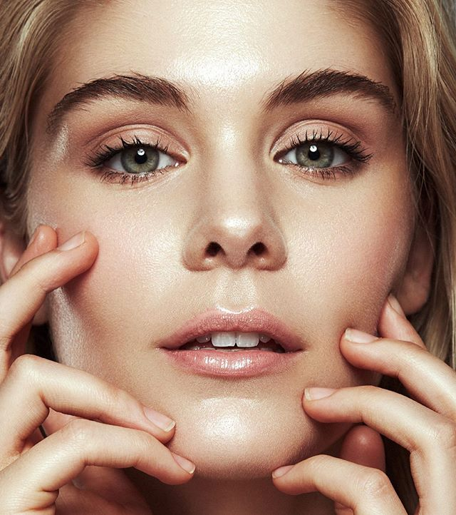 Dewy 💕 Skin perfection on beautiful @marystickley @quemodels 💕 • It's all about prep!  @maccosmetics #softeninglotion  @embryolisseau + @tartecosmetics #maracujaoil #yogaskin application! • #photocredit @vukbortnik 💕. • #beauty #beautymakeup #beautyshoot #closeupbeauty #dewyskin #naturalbeauty #cleanbeauty #makeupartist #brisbanemakeupartist #makeupartistworldwide #beautytips #makeuptips #meccacosmetica #meccabeautyjunkie #muaawesome #makeuplooks