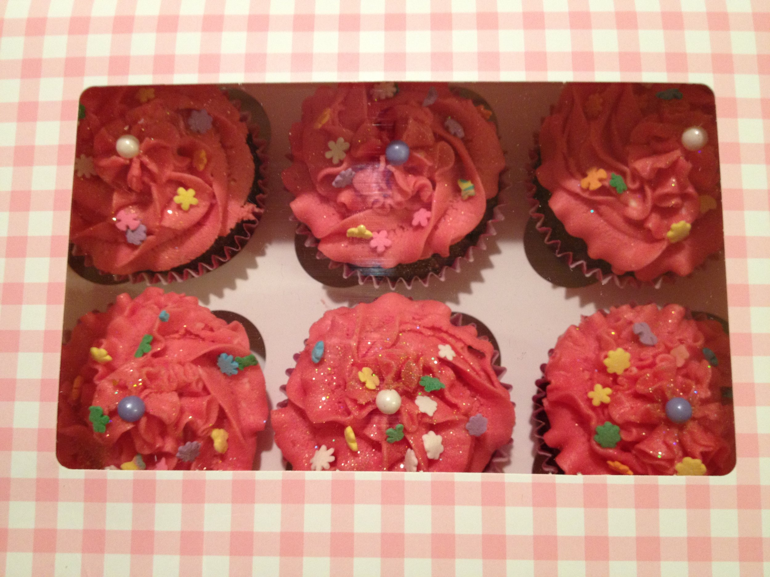 6 little cupcakes, all in a row!