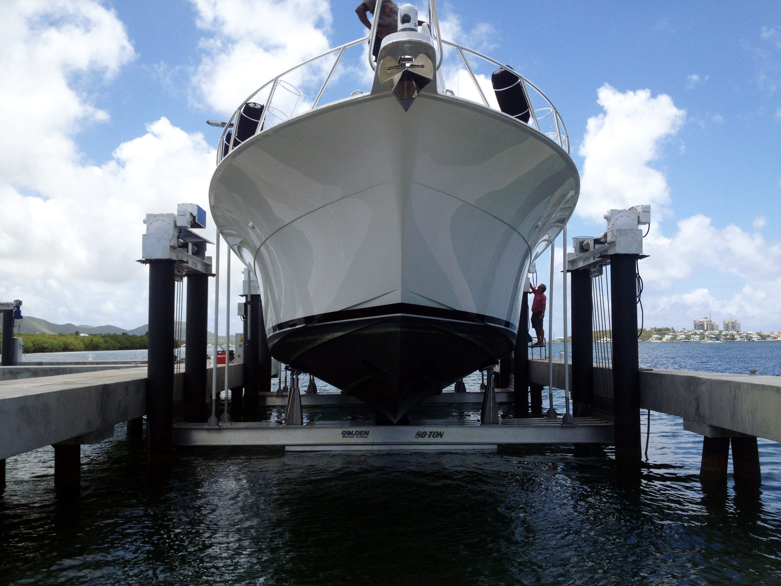 boat lift, boathouse lift, bootlift, boot lift, boatlifting systems, 8-post, bootslift, schiffshebewerk, bådehus lift, båd elevatorer, båd lift, elevador marítimo, boatlift, elevador de barcos