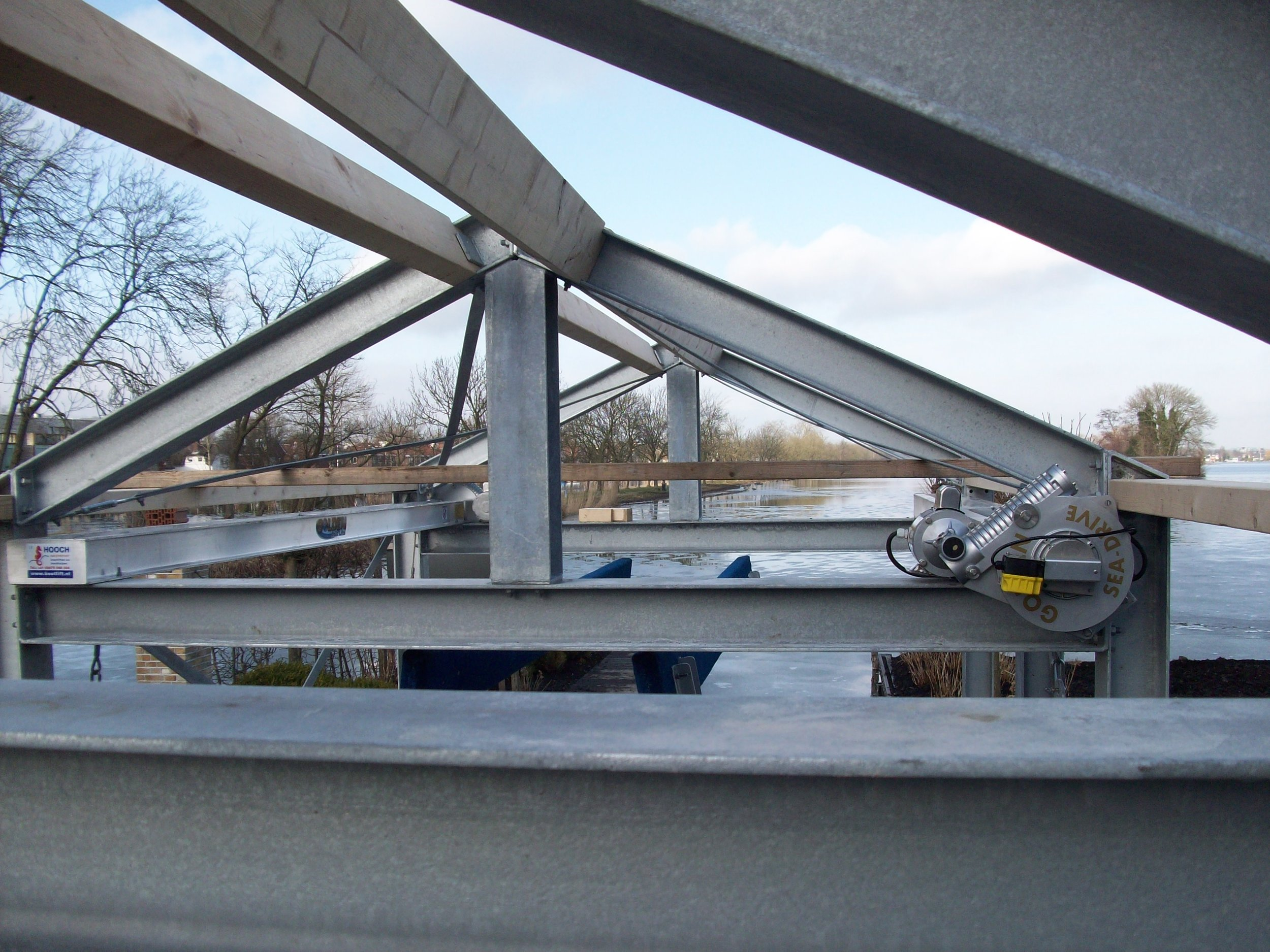 4-post sea-drive boatlift installed in the structure of a boathouse.