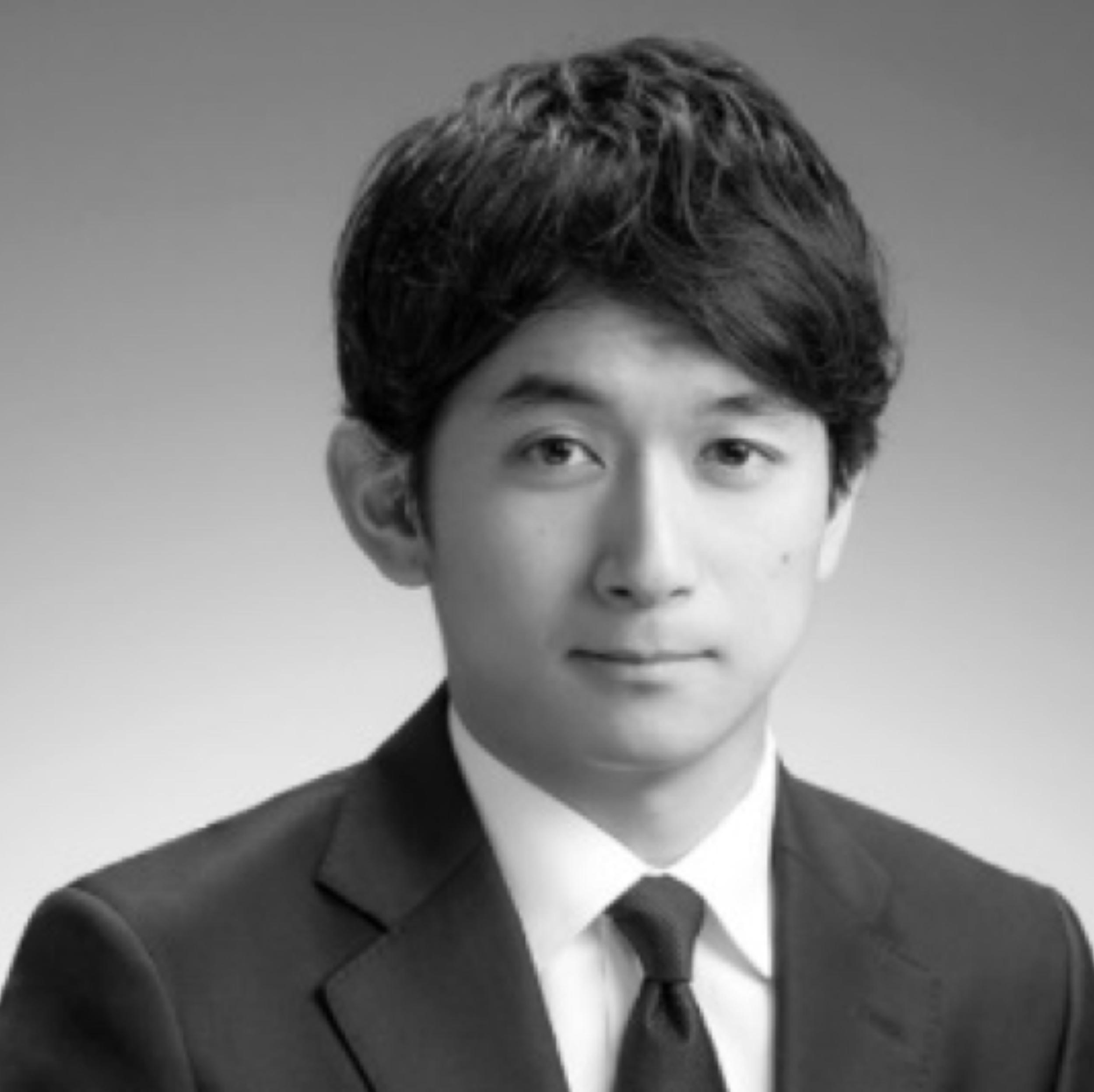 TOMOAKI OKUBO  Directeur Général Adjoint   Biographie