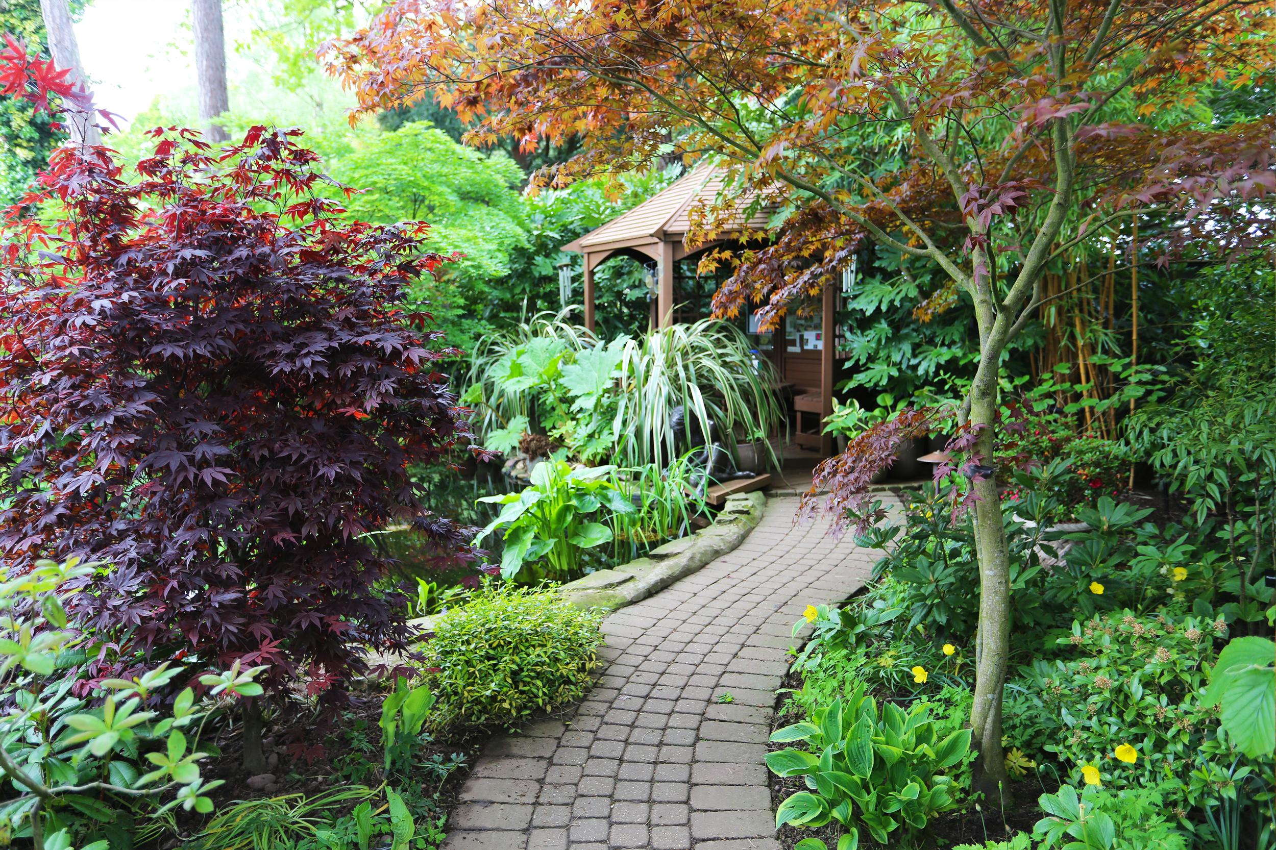garden_walkway_hideenseat.png