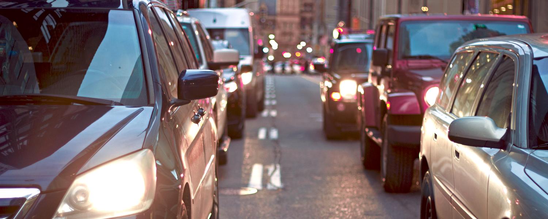 De stad London zonder elektrische scooters, met veel auto's en taxi's