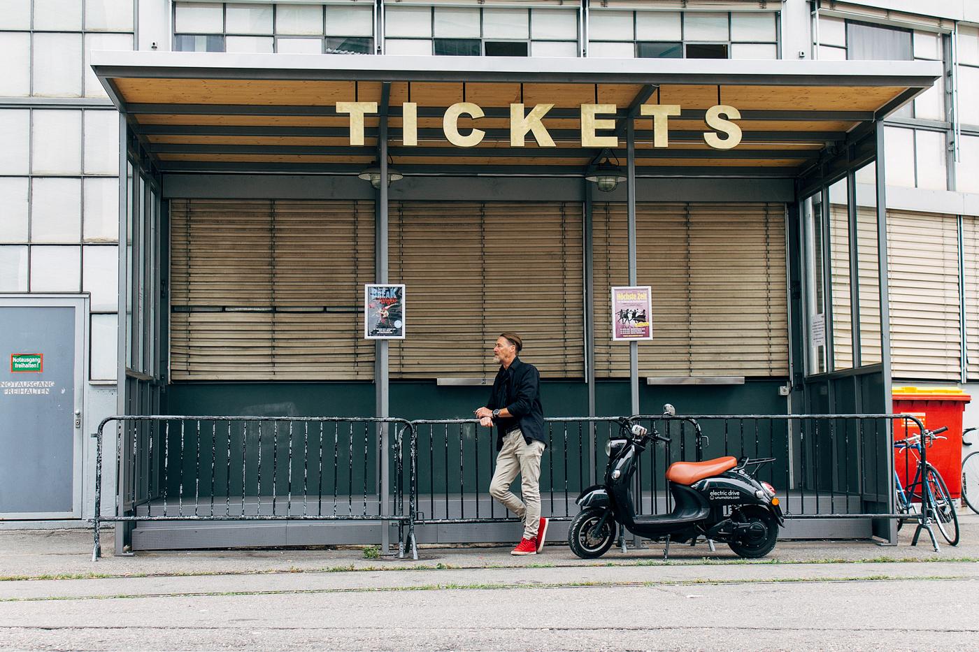 Maak je geen zorgen meer over parkeren, parkeer je unu elektrische scooter gewoon bij de ingang