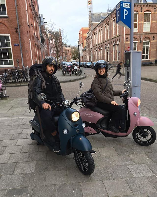 If you're in Amsterdam come and say hi to us tomorrow at the Sunday Market. We're giving out hugs and free test rides 🛵🐣