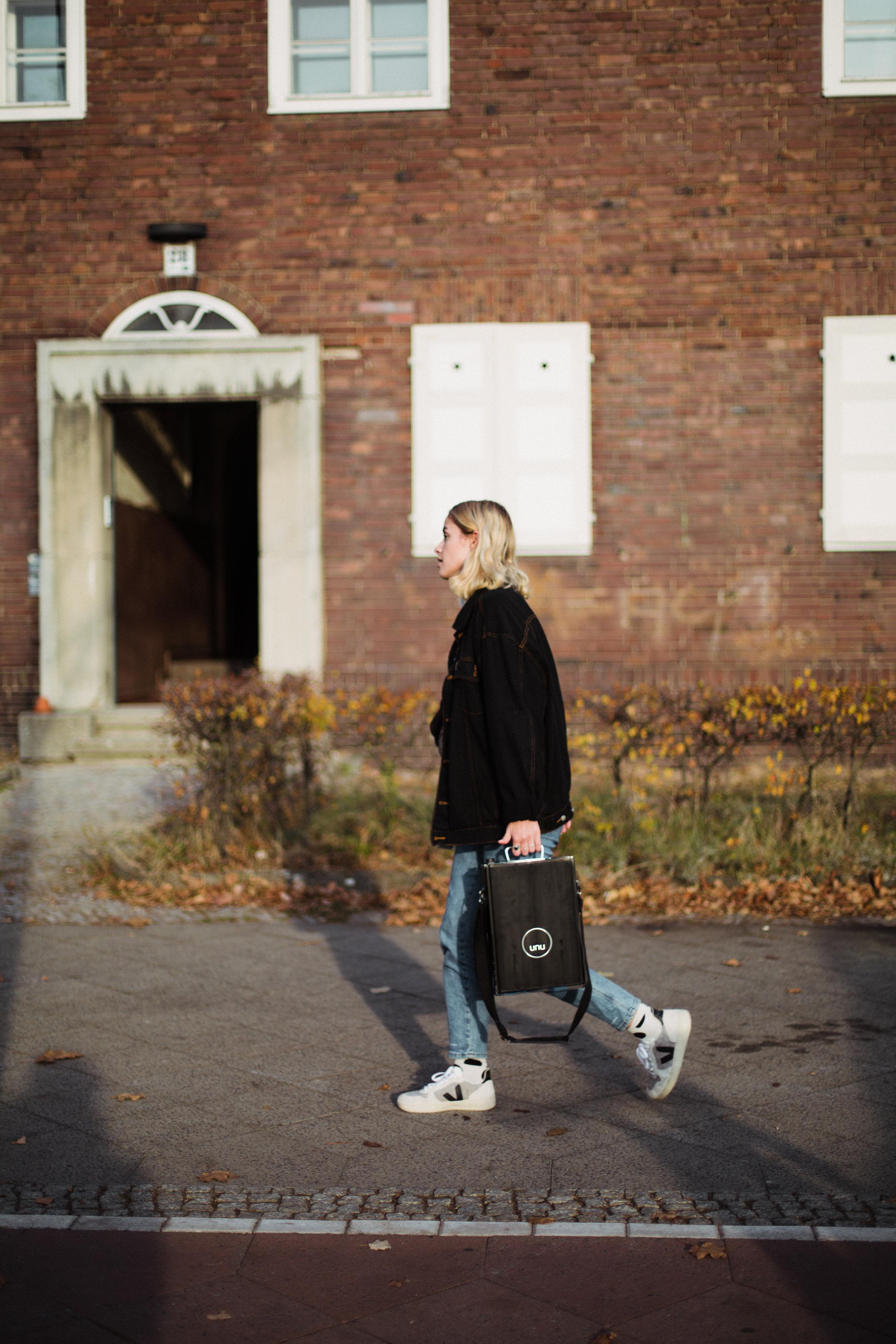 Mogli vor ihrem Berliner Studium