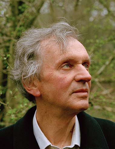 Rupert-Sheldrake_looking-up.jpg