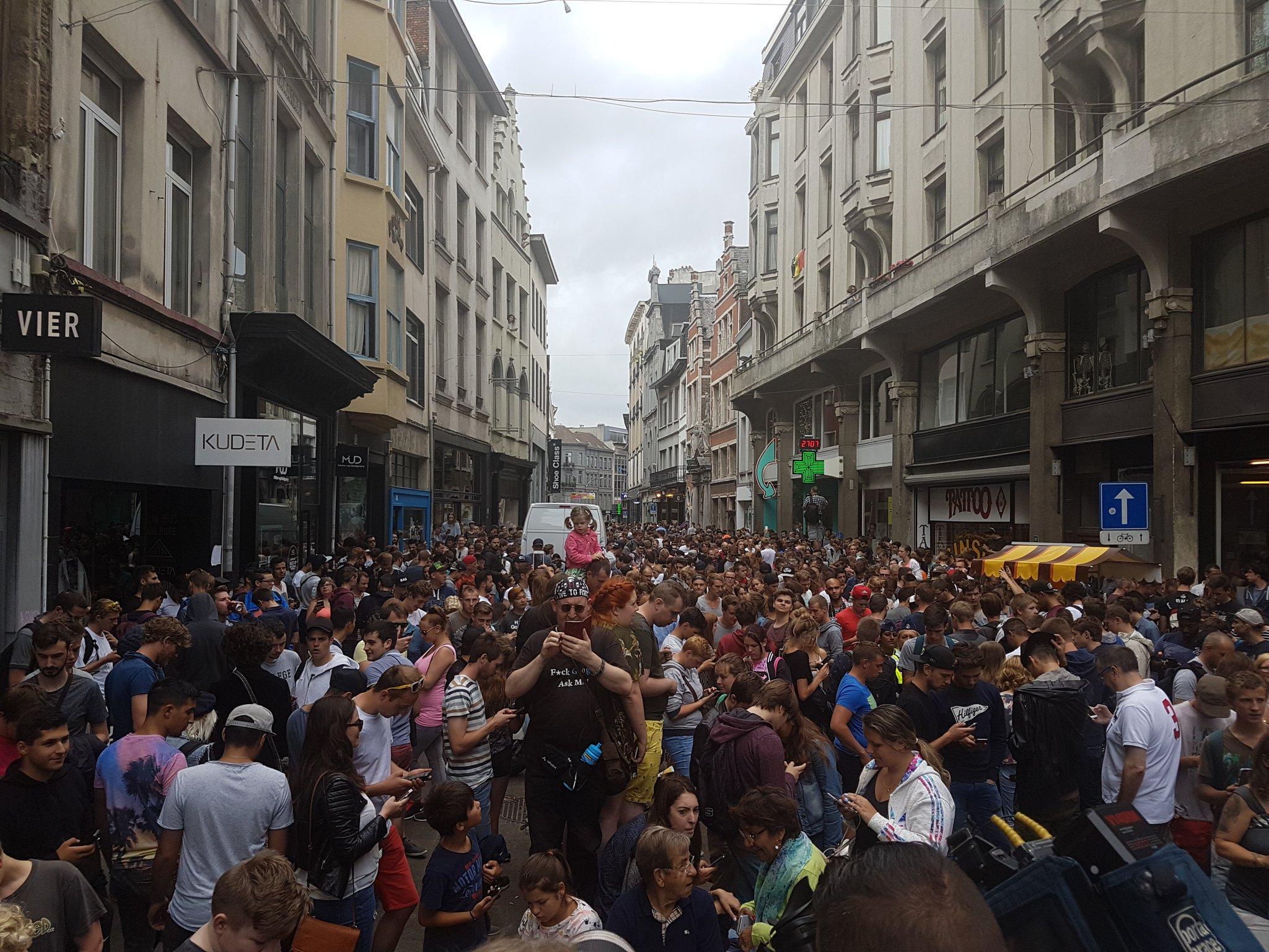 1000 Pokémon hunters gather in the Kammenstraat