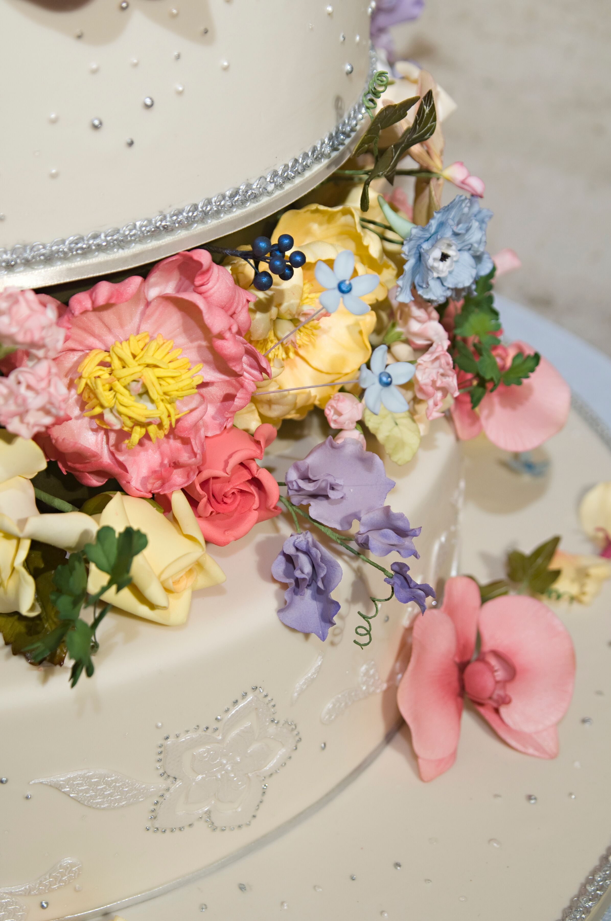 The wedding cake with floral designs