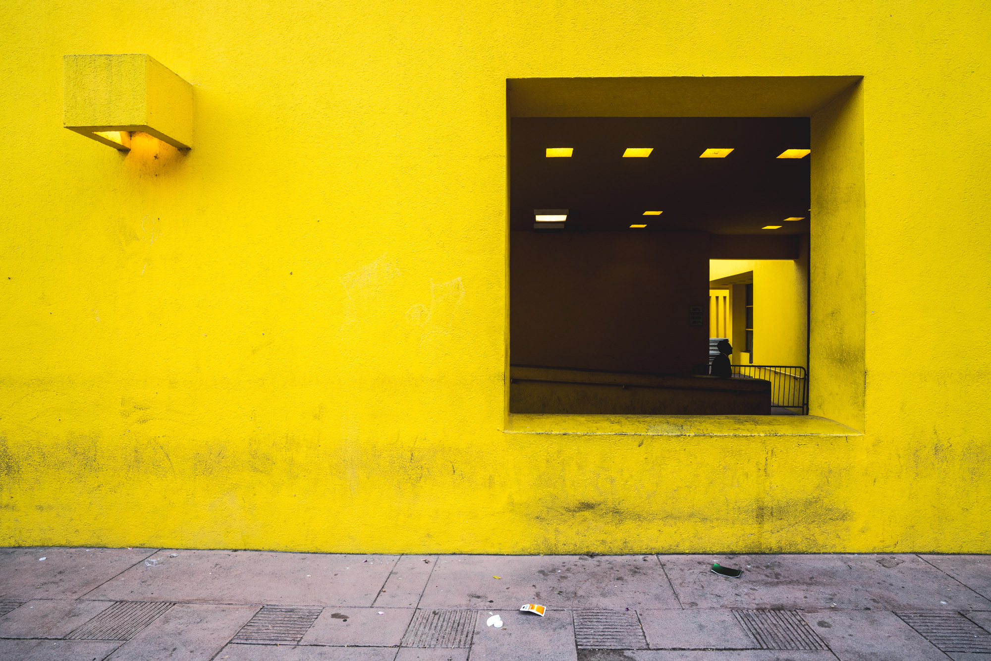 Yellow wall with opening in Pershing Square, Los Angeles