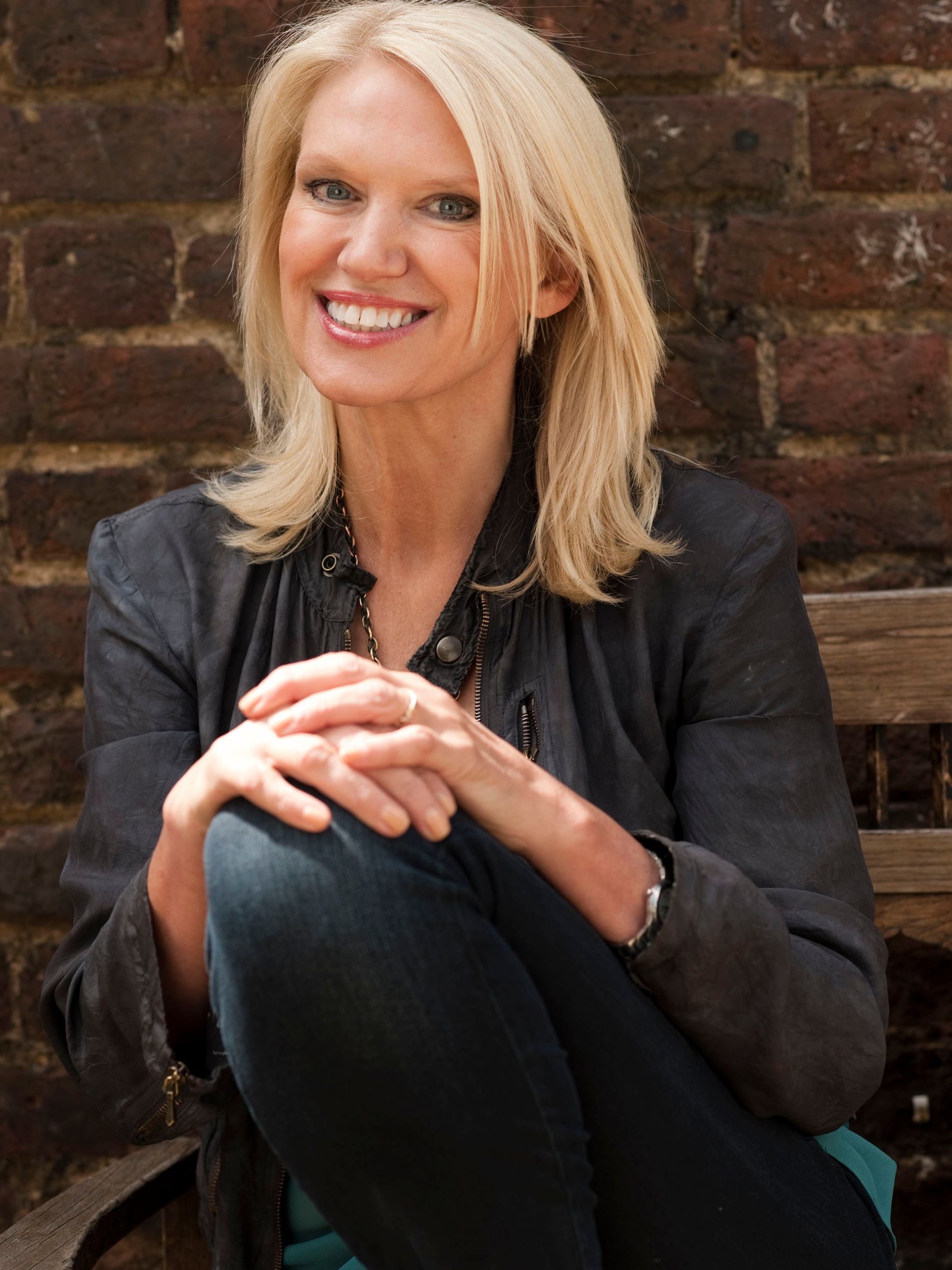 Wimbledon Art Fair welcomes Anneka Rice to open the May 2019 show