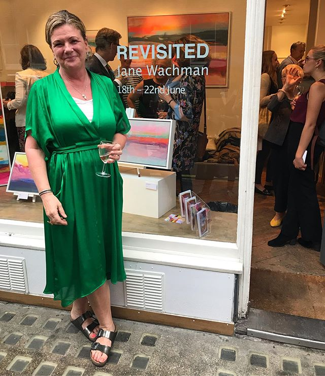 Last night we visited @aanddgallery for the private view of @janewachman's exhibition Revisited. This fantastically colourful show is open until Saturday, so make sure you pop along and brighten up your day!  #janewachman #revisited #revisitedexhibition #bakerstreet #chilternstreet #aanddgallery #londonexhibition #wimbledonartstudios #londonartist #exhibition #abstractart #painting #colour #london