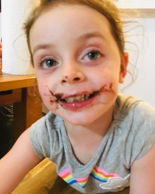 Alana mi nieta ama el chocolate bien oscuro. Tercera generación de chocolatier #cacaovenezolano #godark