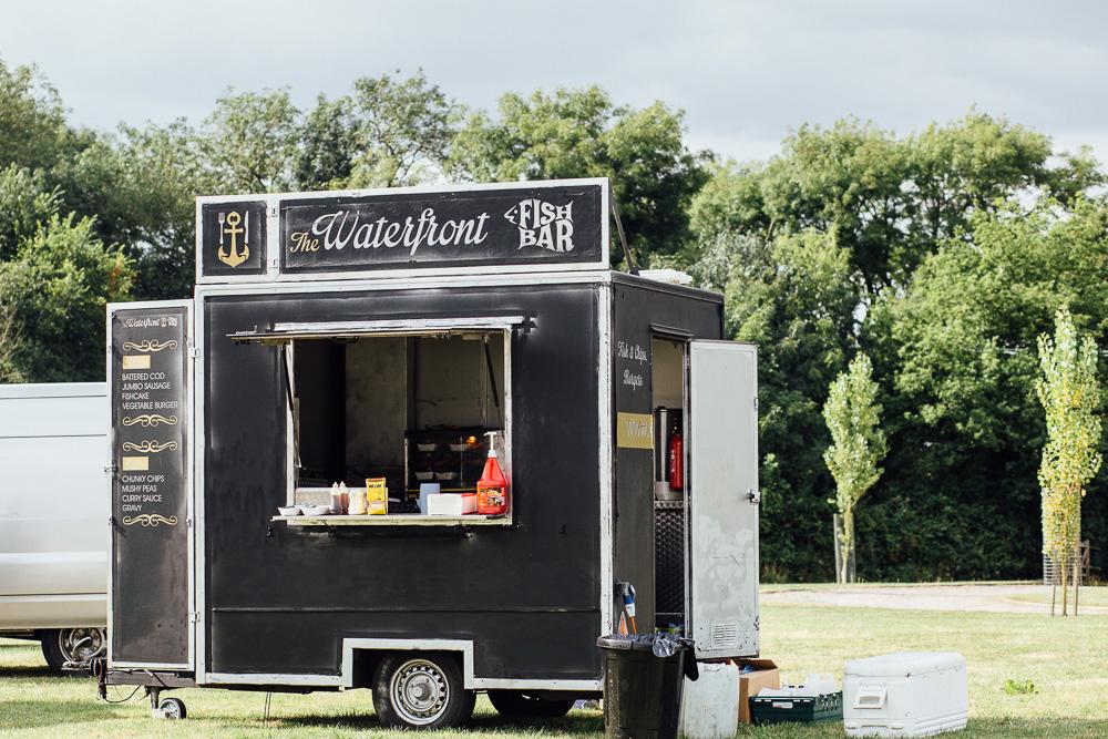 alternative-wedding-food-ideas-food-trucks