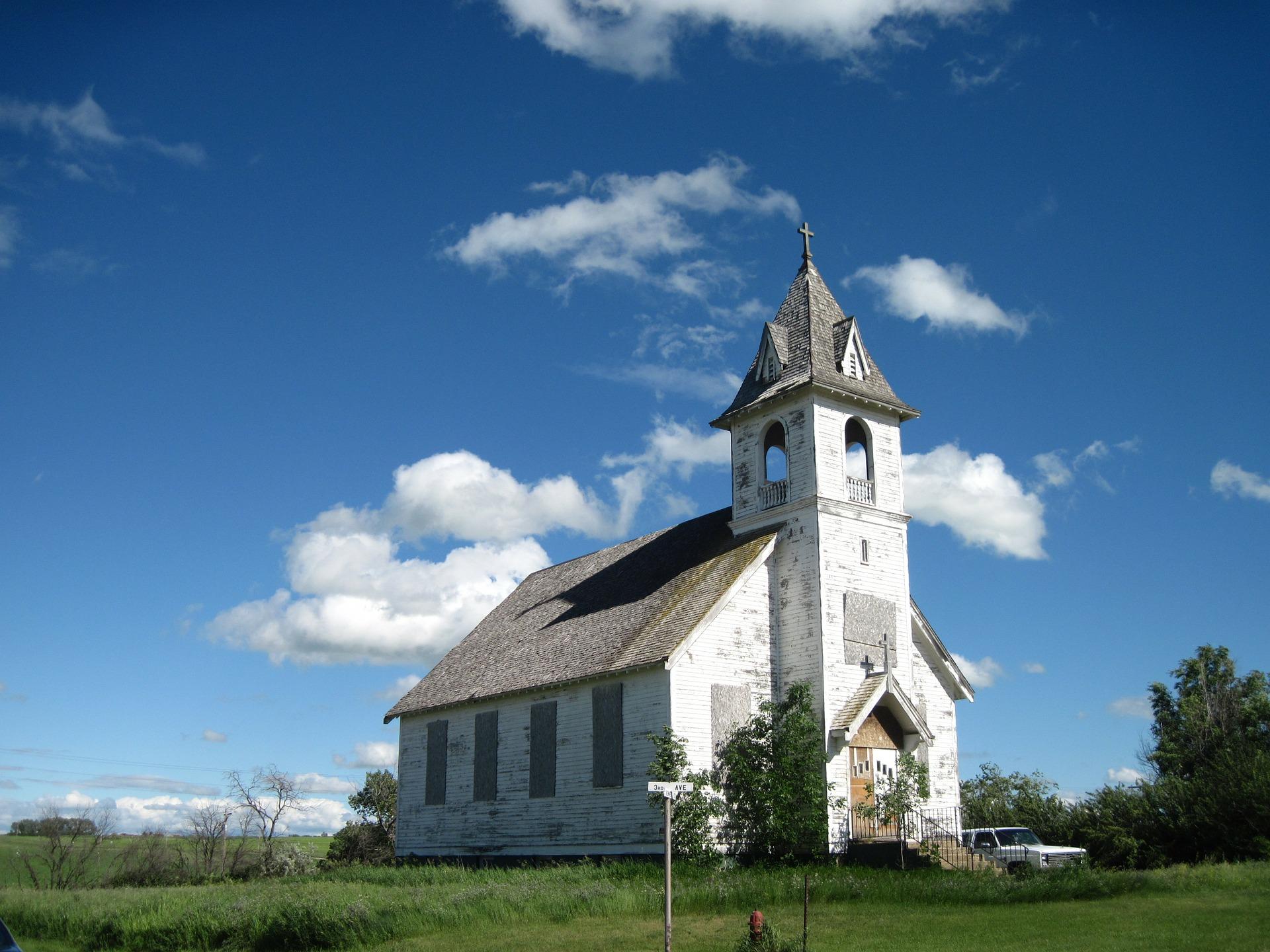 abandoned-church-337768_1920.jpg