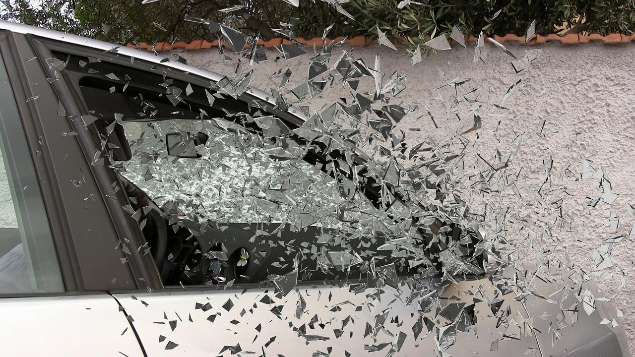 car-accident-337764_1280.jpg