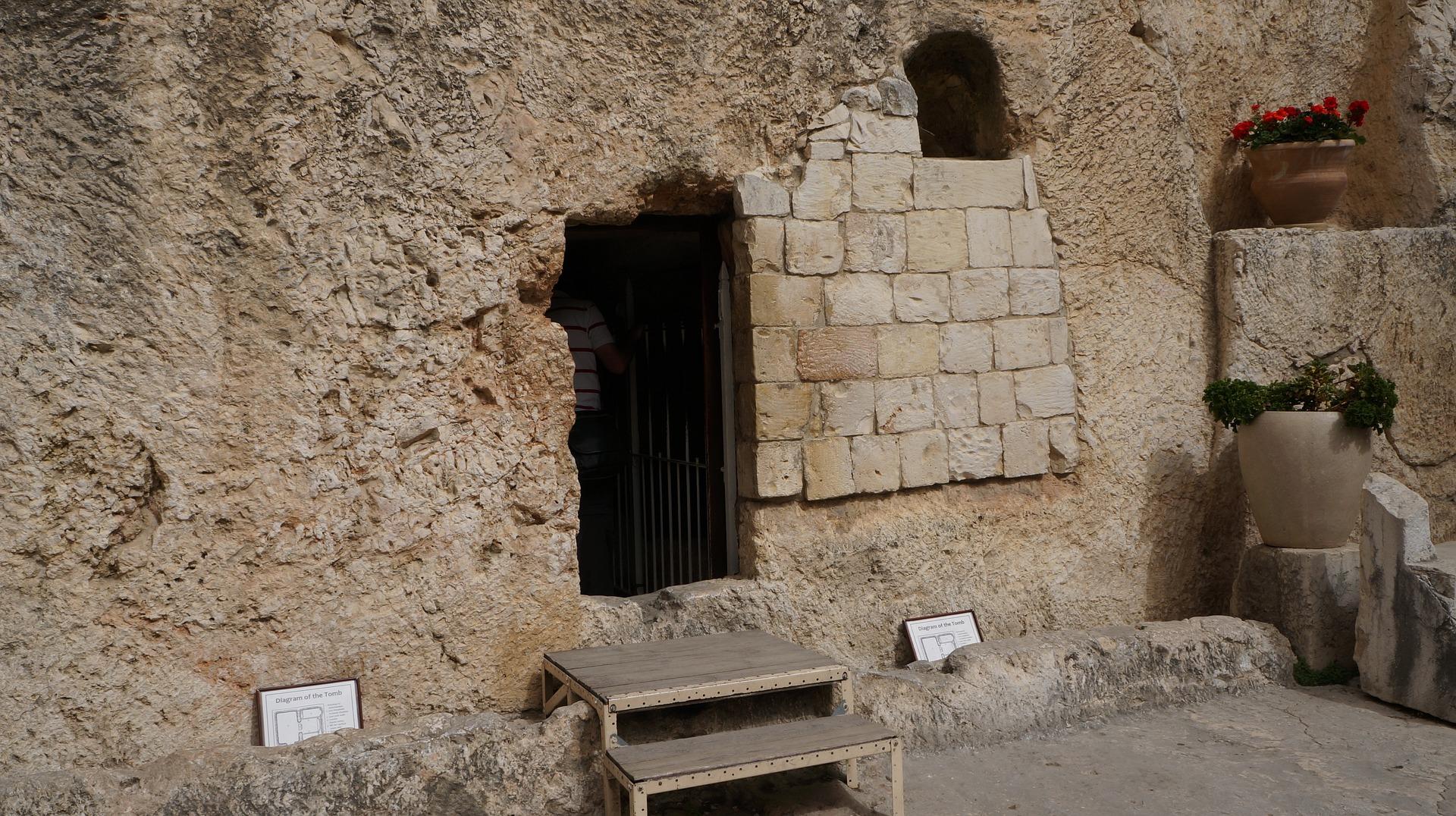 garden-of-the-tomb-2280319_1920.jpg
