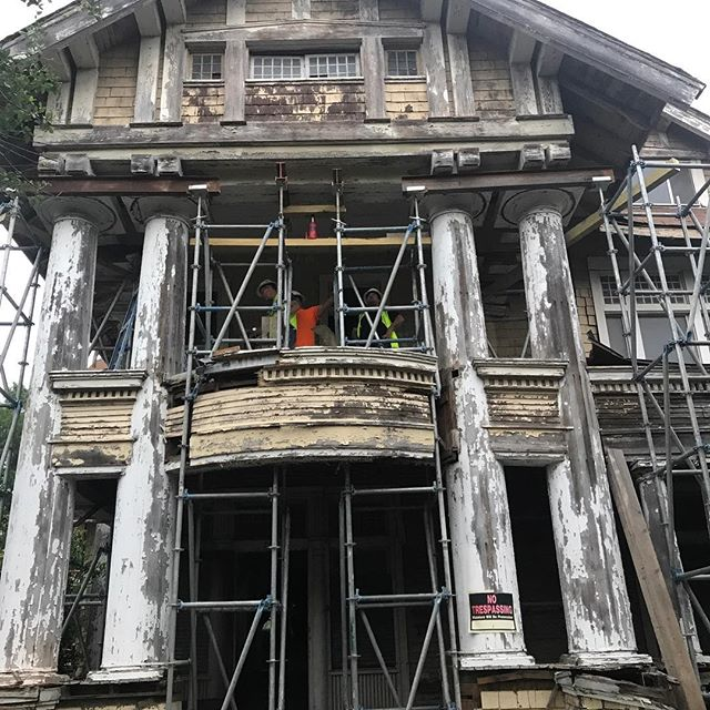 Check out my scaffolding! They are getting me all ready so my porch can be fixed. Can't wait! #sapreservation #powerofpreservation #popsatx @popsatx #preservationtrades #trades @guidocompanies #historicpreservation #heritage #heritageconservation