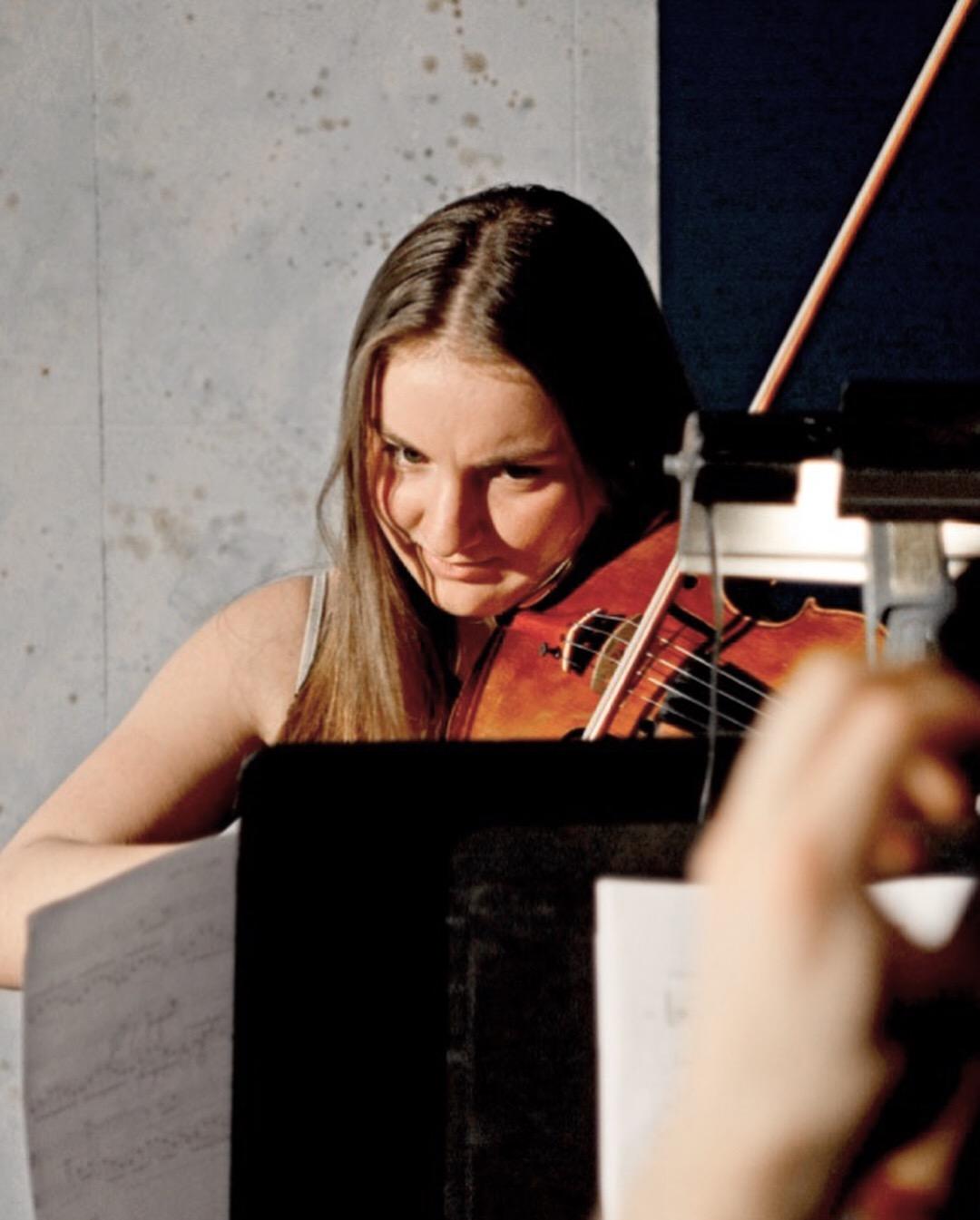 Leerone Hakami, Violin