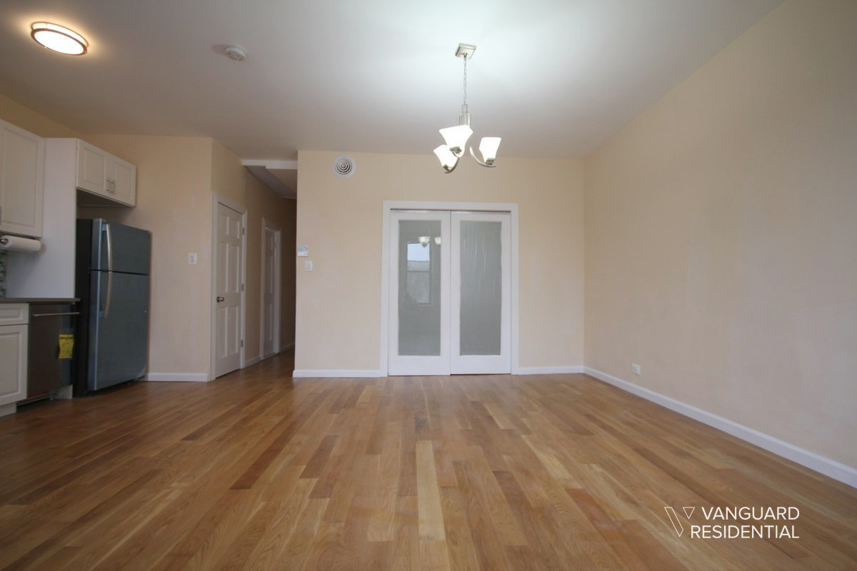 6068-putnam-avenue-2f-livingroom2-vanguard.jpg