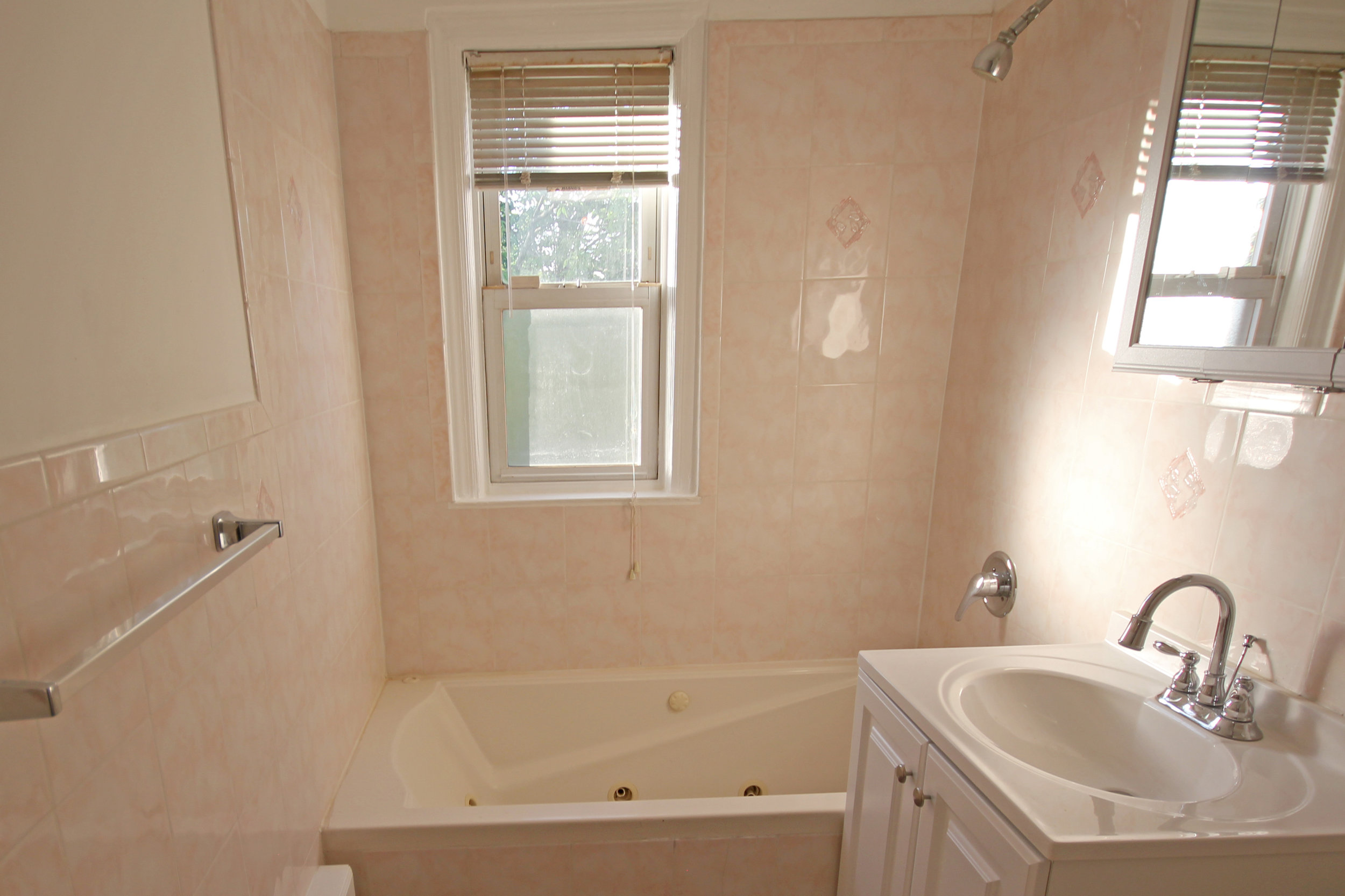 150-31 78th Avenue-bathroom.jpg
