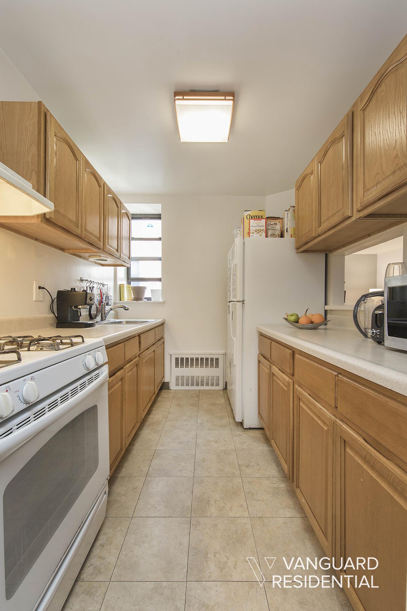 427-St-Johns-Pl-2B-kitchen.jpg