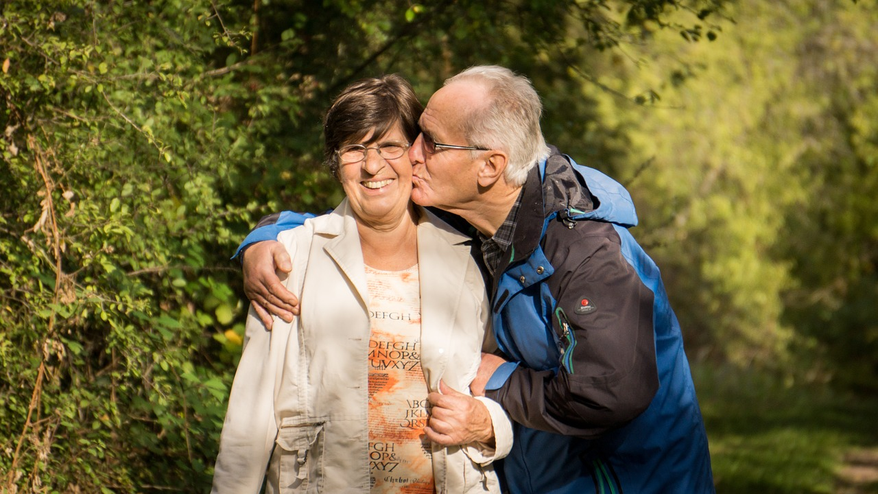grandparents-2198053_1280.jpg