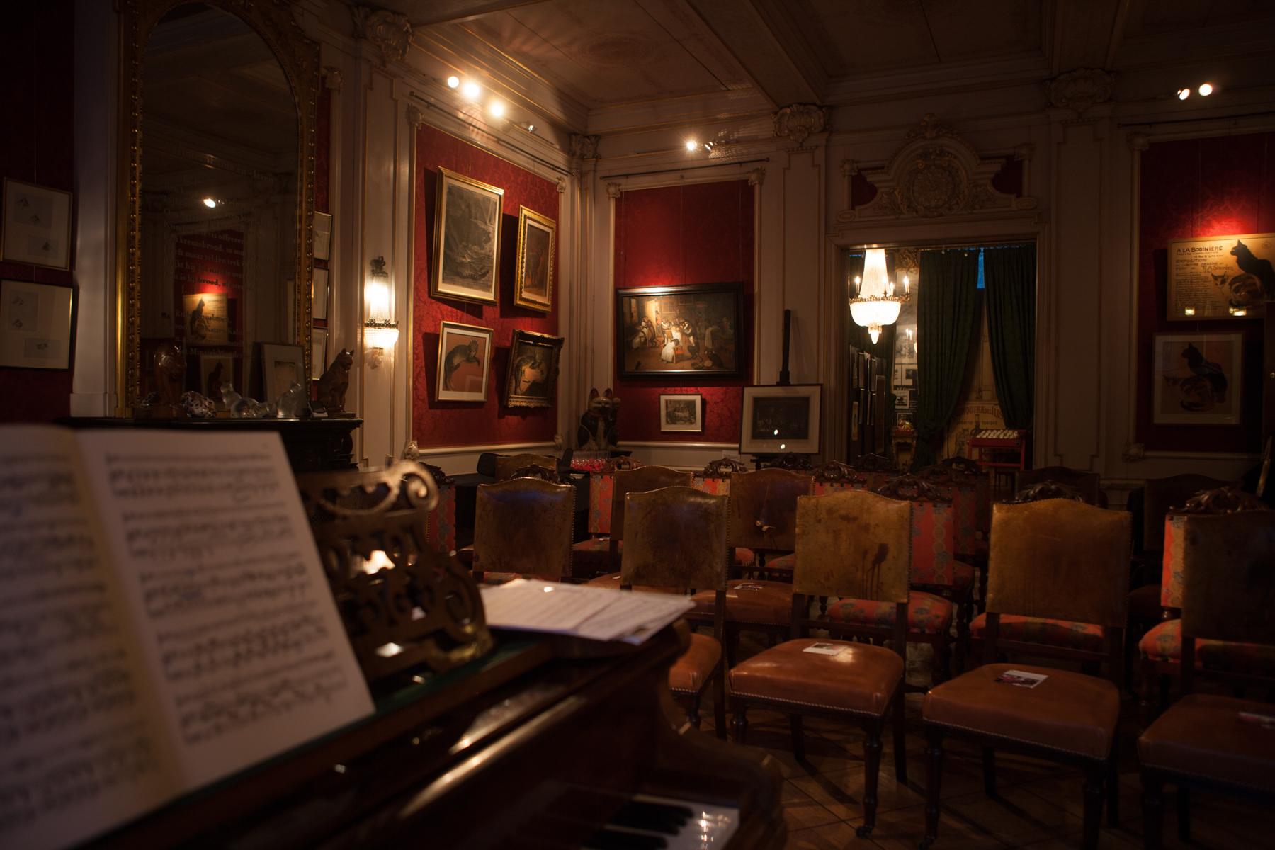 WNP Lars piano en lege zaal compleet.jpg