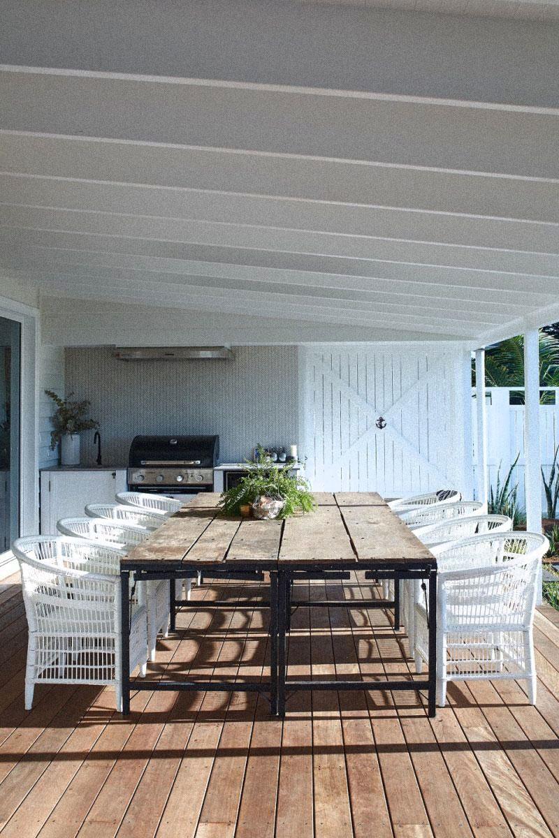 farmhouse_outdoor-table.jpg