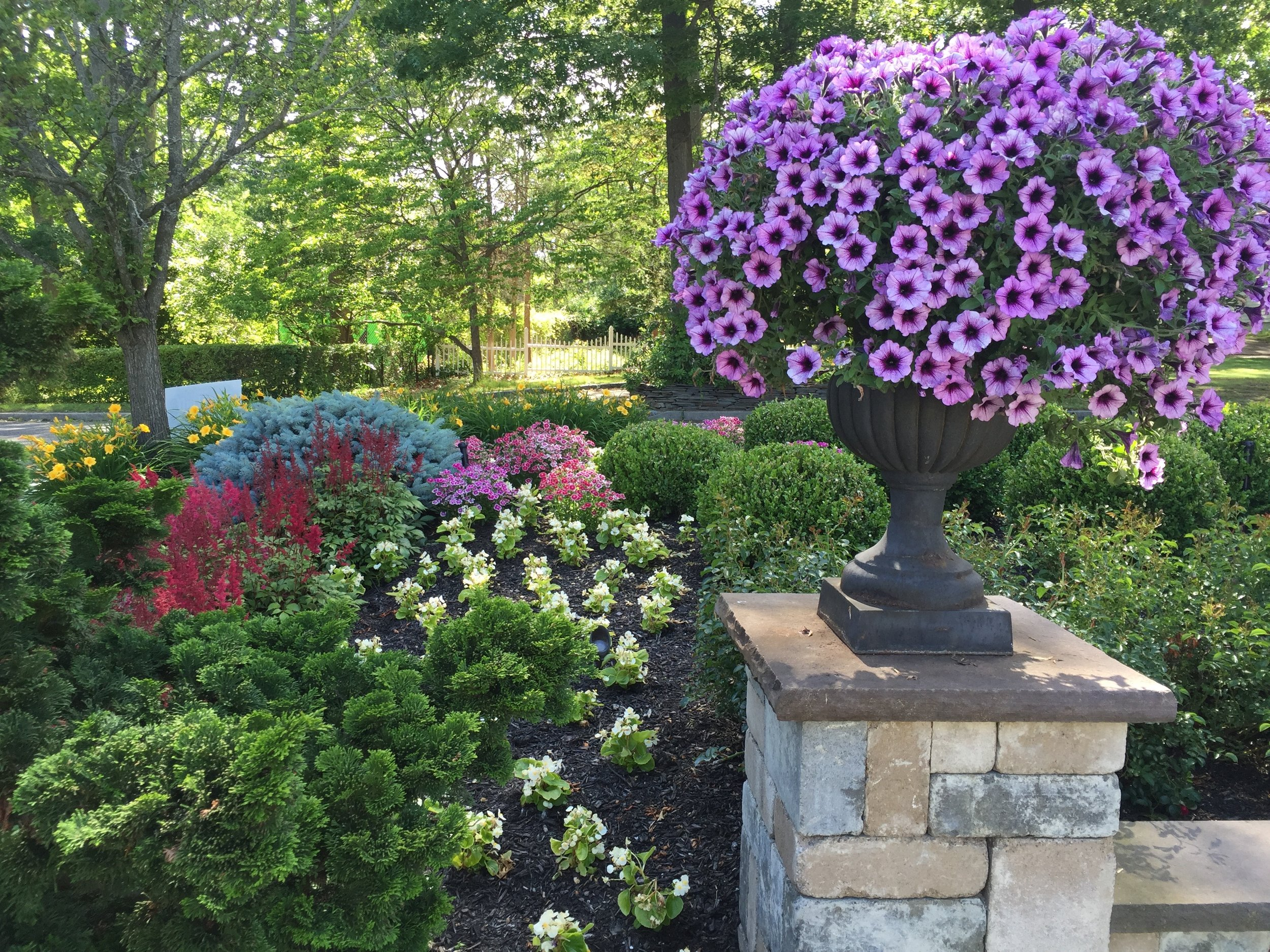 Experienced landscape flower design company in Long Island, NY
