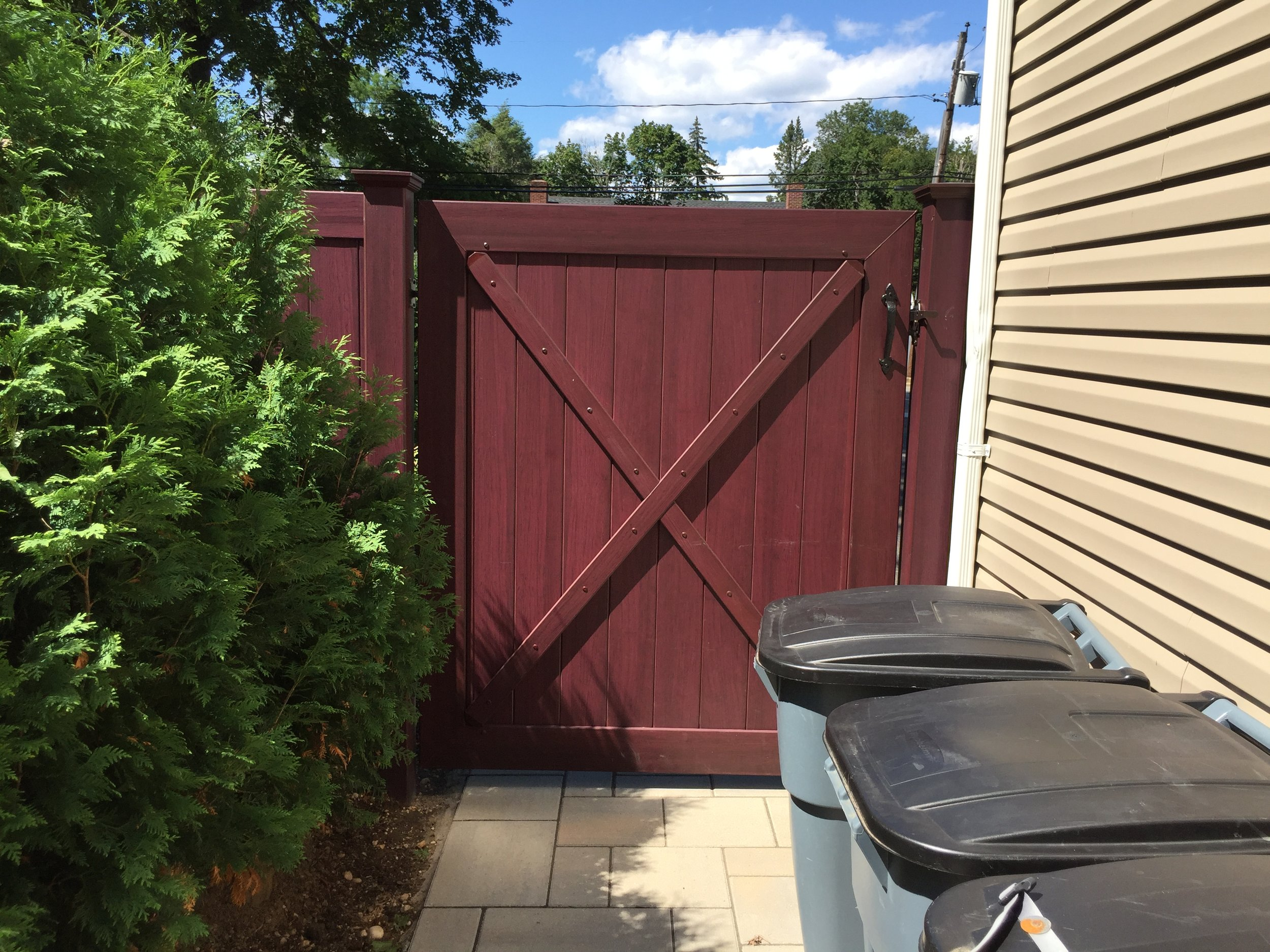 Experienced vinyl fence landscape design company in Long Island, NY
