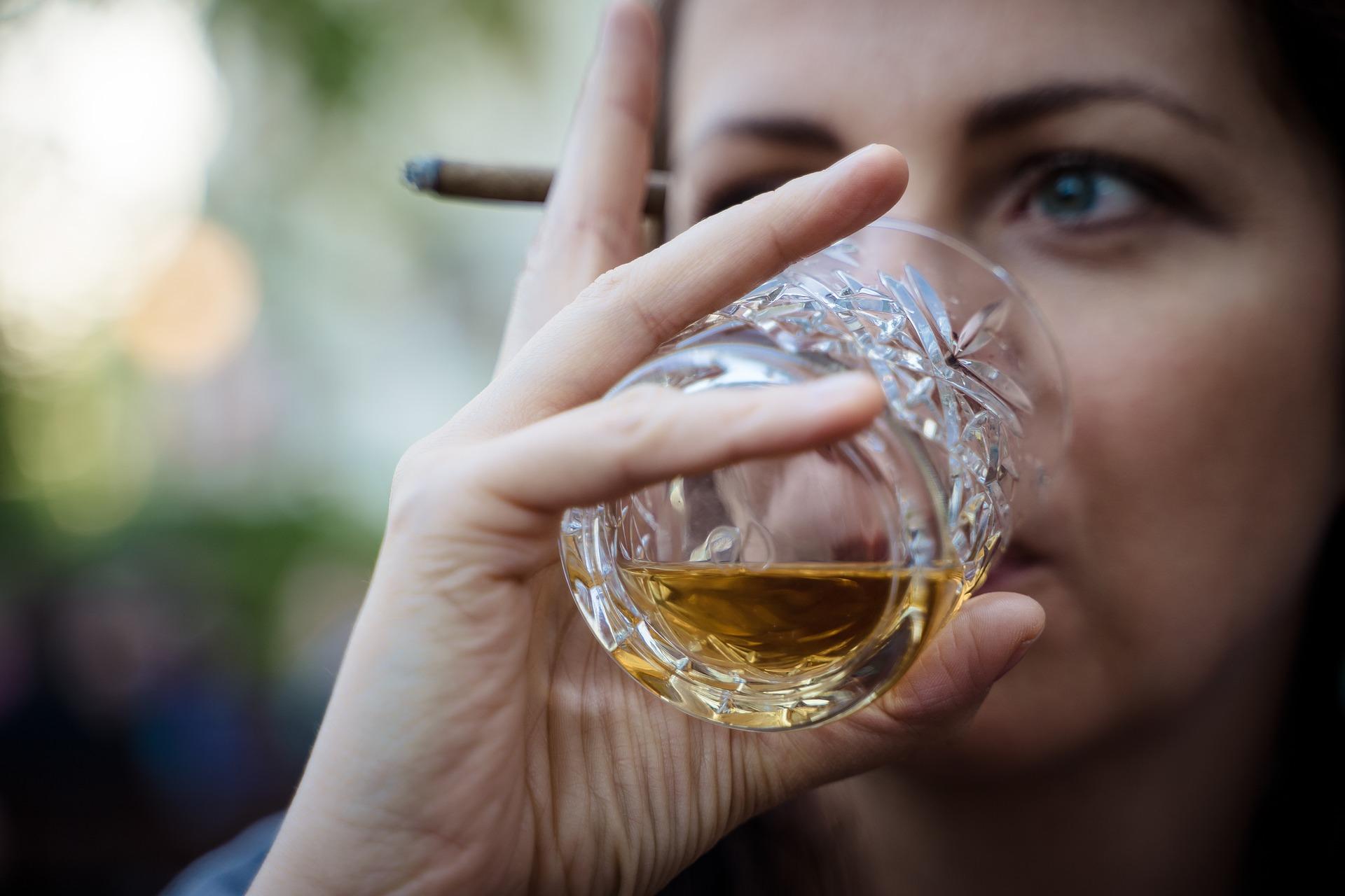 whiskey-4144391_1920.jpg