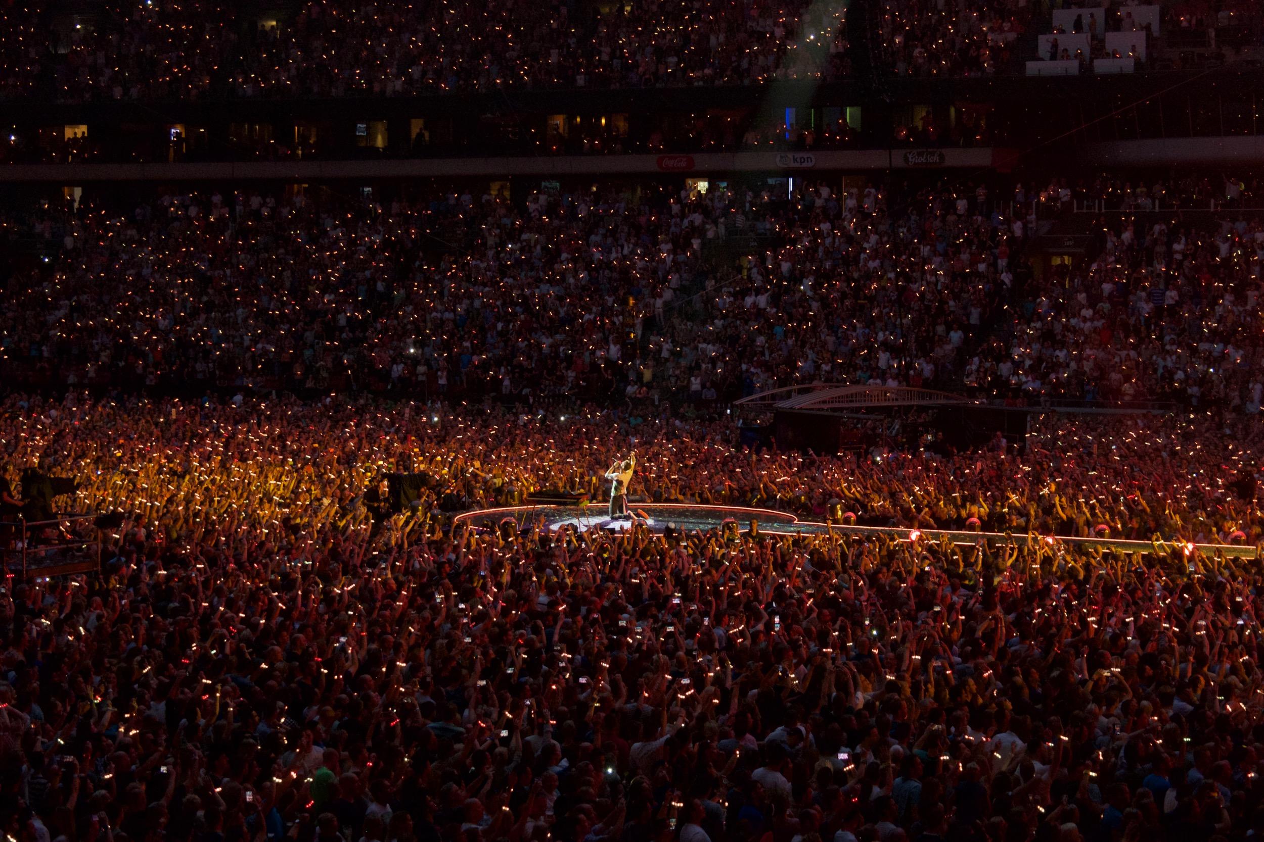 Coldplay_perform__Fix_You_,_Amsterdam_Arena,_June_2016_(3).jpg
