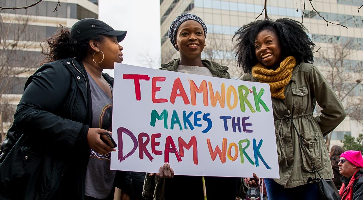 Teamwork (Photo by Carol Thomas).jpg