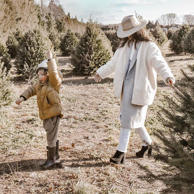 Playing follow the leader, trying to stay warm in multiple layers lol, and picking out our Christmas tree at the farm!!🎄 ✨Christmas Giveaway✨  I wanted to do a non sponsored, hope this makes you happy, Christmas giveaway of some of my favorite things!! The first one (look out for ✌🏻more) is a $100 gift voucher to @lackofcoloraus !! Love this brand and I am forever wearing their Carlo Mack hat pictured here! Hope the winner has fun picking out their own! 😘 🎄 🎄 To enter: 1. Follow me  2. Tag 3 (real) friends below  3. Extra entry if you post in stories  Giveaway will be open until this Thursday (Dec 13th) at 9pm EST. Winner will be announced Friday!  ps: come see my insta story of us at the Christmas tree farm!! ☺️