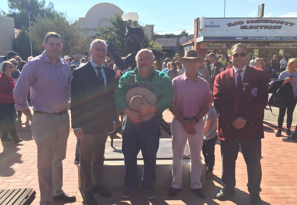 Michael McCormack with Andrew Whitehead, Bradely Family members and others.JPG