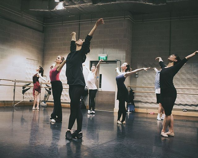 Throwback to our Sadler's Wells Masterclass last year!  #ballet #neoballet #dance #dancer #dancers #ballerina #pointeshoes #balletdancer #london #instadance #instaballet #balletshoes #dancepractice #give #create #inspire #movement #modernballet #breathe #picoftheday #instadaily #feet #lifestyle #fitness #contemporarydance #art #justdoit #freedom
