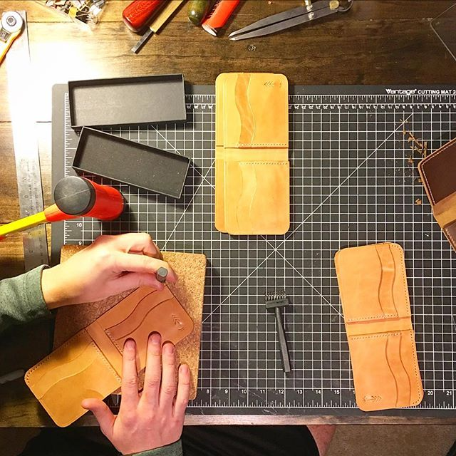 It's bifolds, my dudes.  #humpday #wednesday #leather #leatherwork #leatherworking #leathercraft #leathergoods #leatherworks #leatherwallet #bifold #handmade #lawrenceks #handcut #handstitched #handfinished #christmasgiftidea