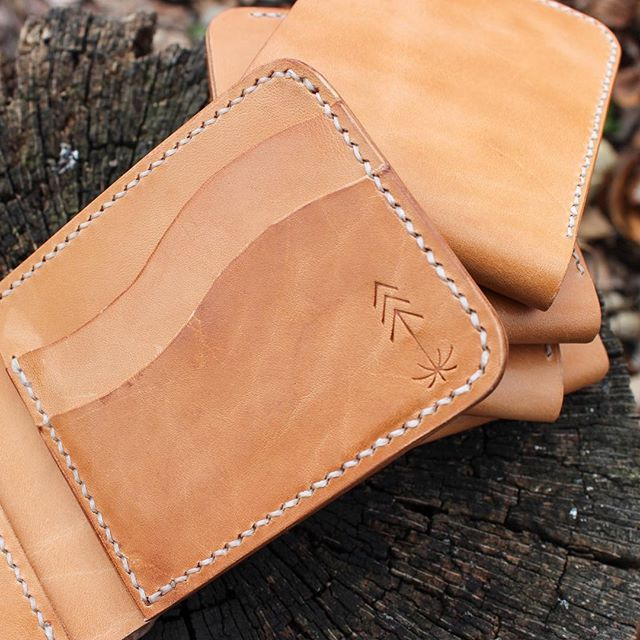 Took advantage of the beautiful weather this weekend by walking the dog in the forest, and snapping some new product photos 🧐 . . . #leather #leatherwork #leathercraft #leathergoods #leatherwallet #workshop #handcut #handstitched #handfinished #bifoldwallet #saddlestitch #handmade #lawrence #buylocal #smallbusiness