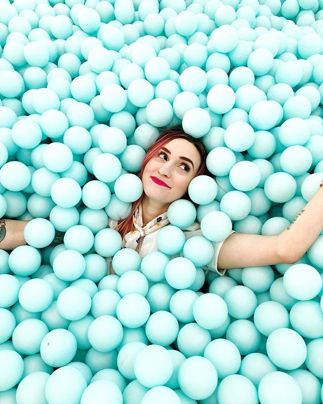 Falling into the weekend like @maryspacekate and I fell into the giant ball pit at @colorfactoryco 💙