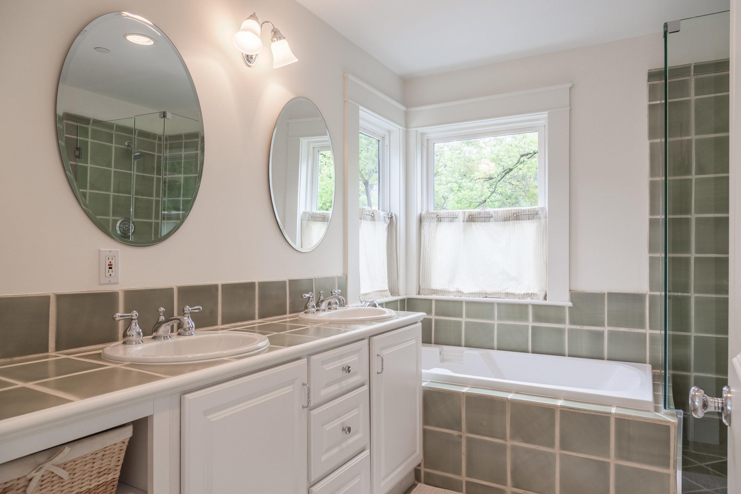 3163 La Suvida Dr Los Angeles-print-033-Bathroom-4200x2800-300dpi.jpg